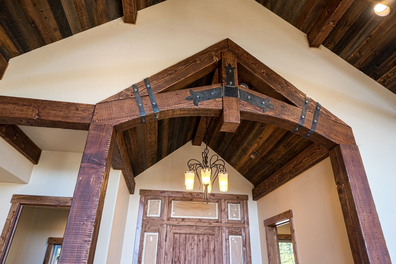 kidd-creek---entryway-beam-detail